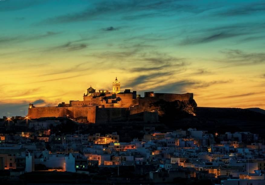 Cidadela de Gozo, localizada ao norte do país, ao entardecer / Foto: Divulgação