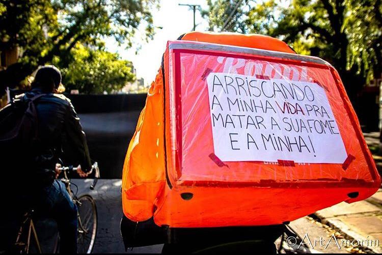 Foto: Arthur Amorim @artamorim / Divulgação: @entregadoresantifascistasrs