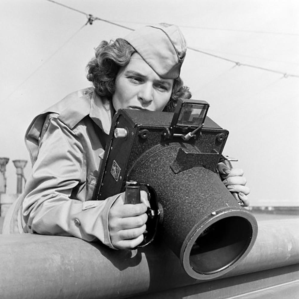 Fotografia de Margareth Bourke-White// para apresentar o tamanho dos equipamentos da época