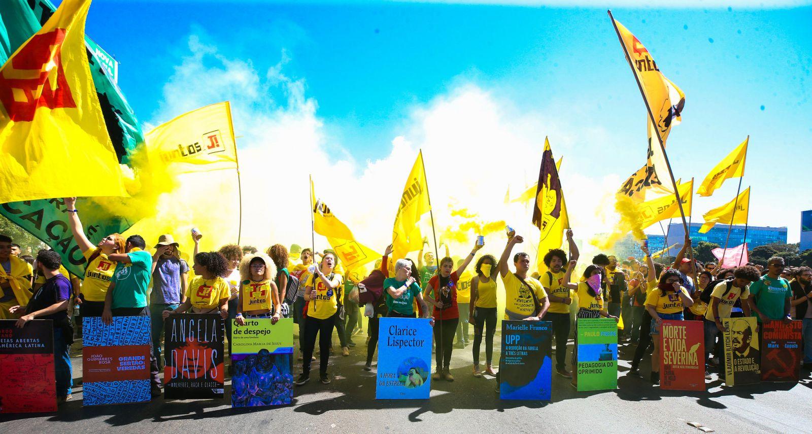 Manifestação de estudantes na esplanada dos ministérios contra a reforma da previdência e cortes na educação. Foto Lula Marques.