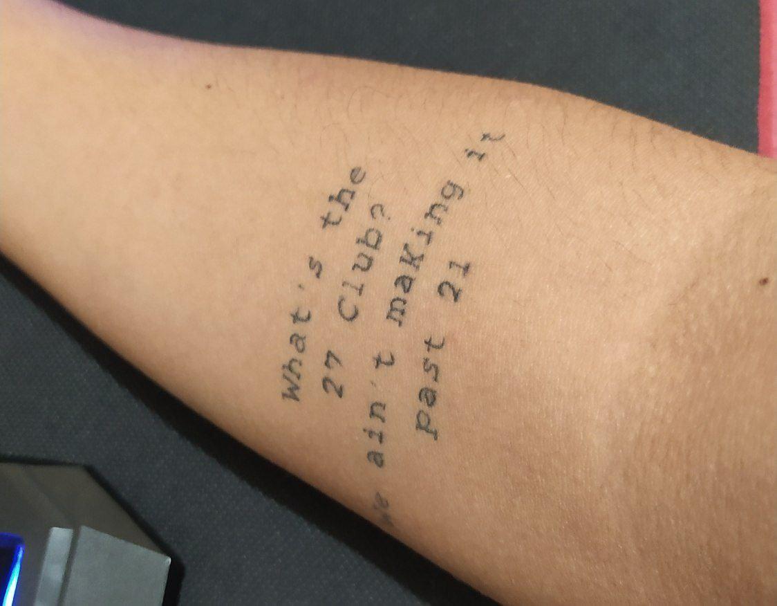 Tatuagem de João: trecho de música que tem significado para ele