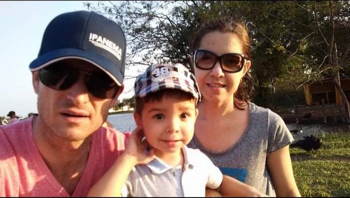 Edson, Adriana e Benício, em Dourados (MS)