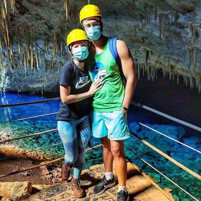 Amanda e Leo na Gruta do Lago Azul em Bonito/MS