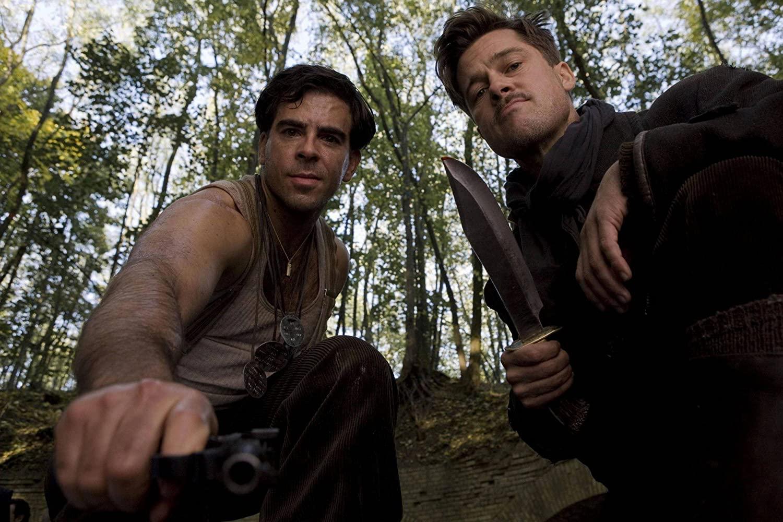 Donny Donowitz (Eli Roth) à esquerda e Aldo Raine (Brad Pitt) à direita. FONTE: Universal Pictures / Reprodução: IMDb