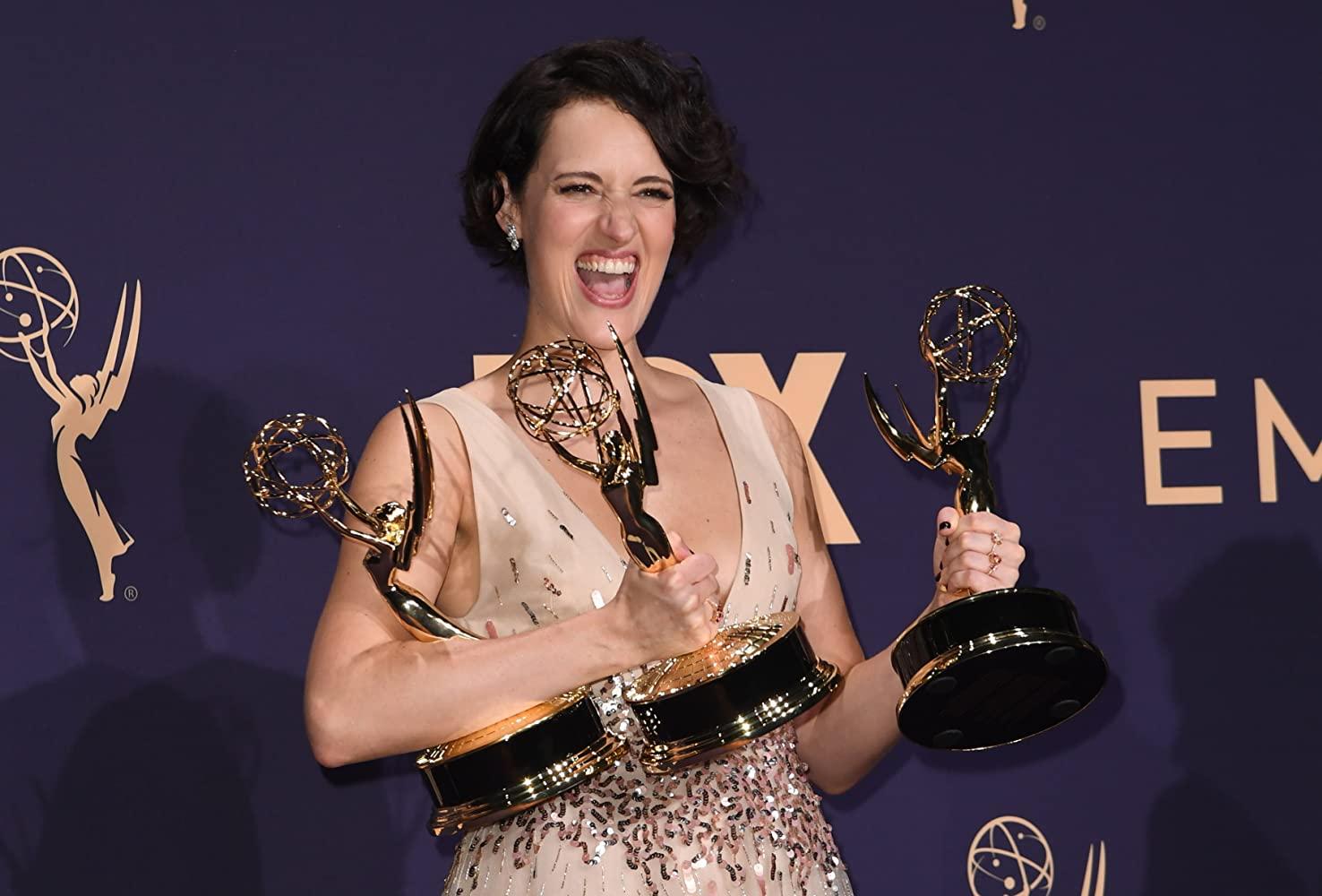 Phoebe Waller-Bridge levou os Emmys de Melhor Atriz, Melhor Roteiro e Melhor Série de Comédia, em 2019. FONTE: ROBYN BECK/AFP/Getty Images. / Reprodução: IMDb
