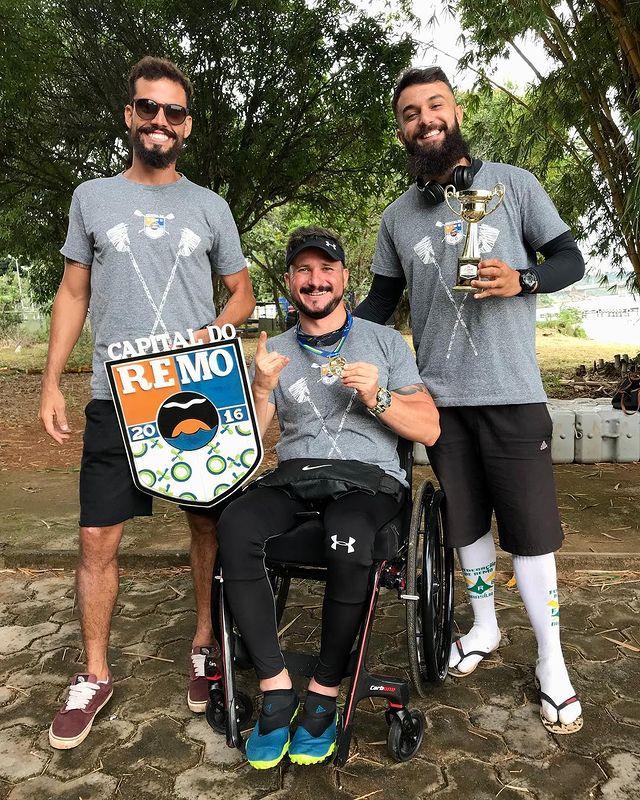 Estevão Lopes e atletas da Capital do Remo. Foto: Divulgação/Instagram Capital do Remo
