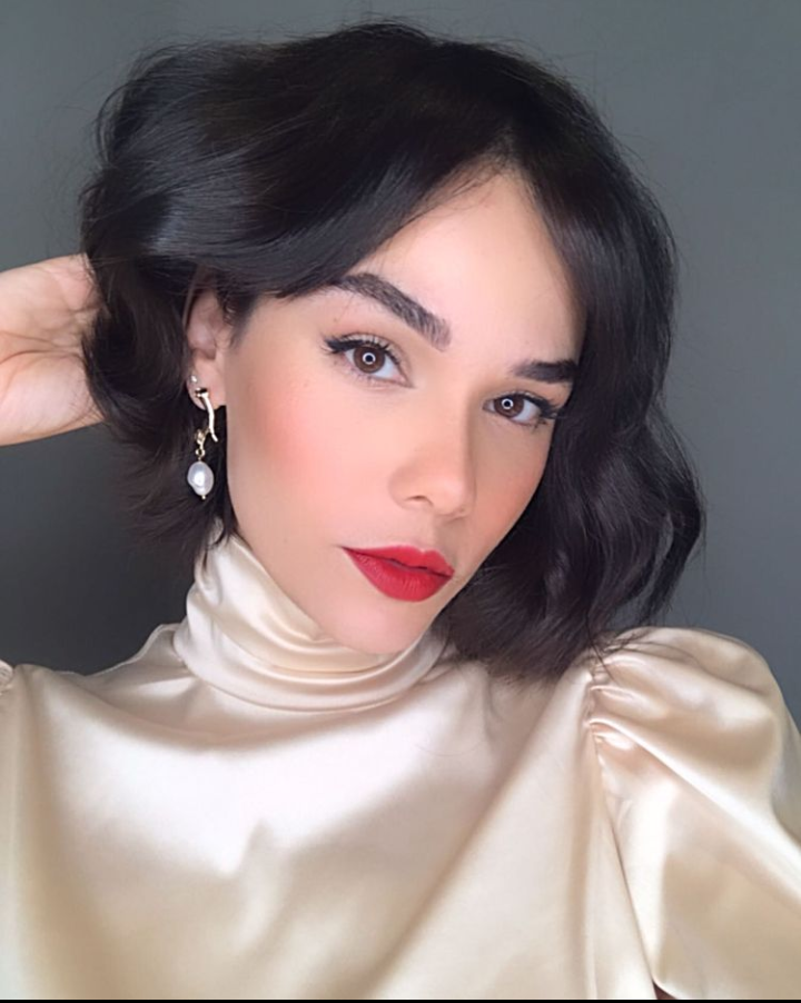 Livia Matuti, criadora de conteúdo de beleza, defende a ideia de que cada pele é única. Foto: Instagram @liviamatuti