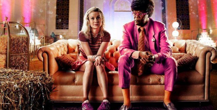 Kit (Brie Larson) e O Vendedor (Samuel L. Jackson) em Loja de Unicórnios. Foto: Reprodução.