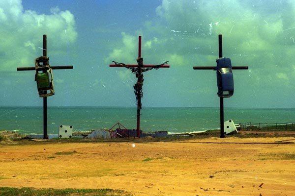 """""""Crucifixo Coação em Cristo de Escape"""" (1996). Foto: cedida"""