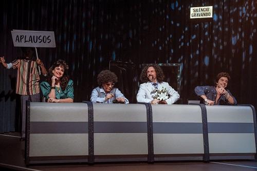 Atores durante ensaio em palco