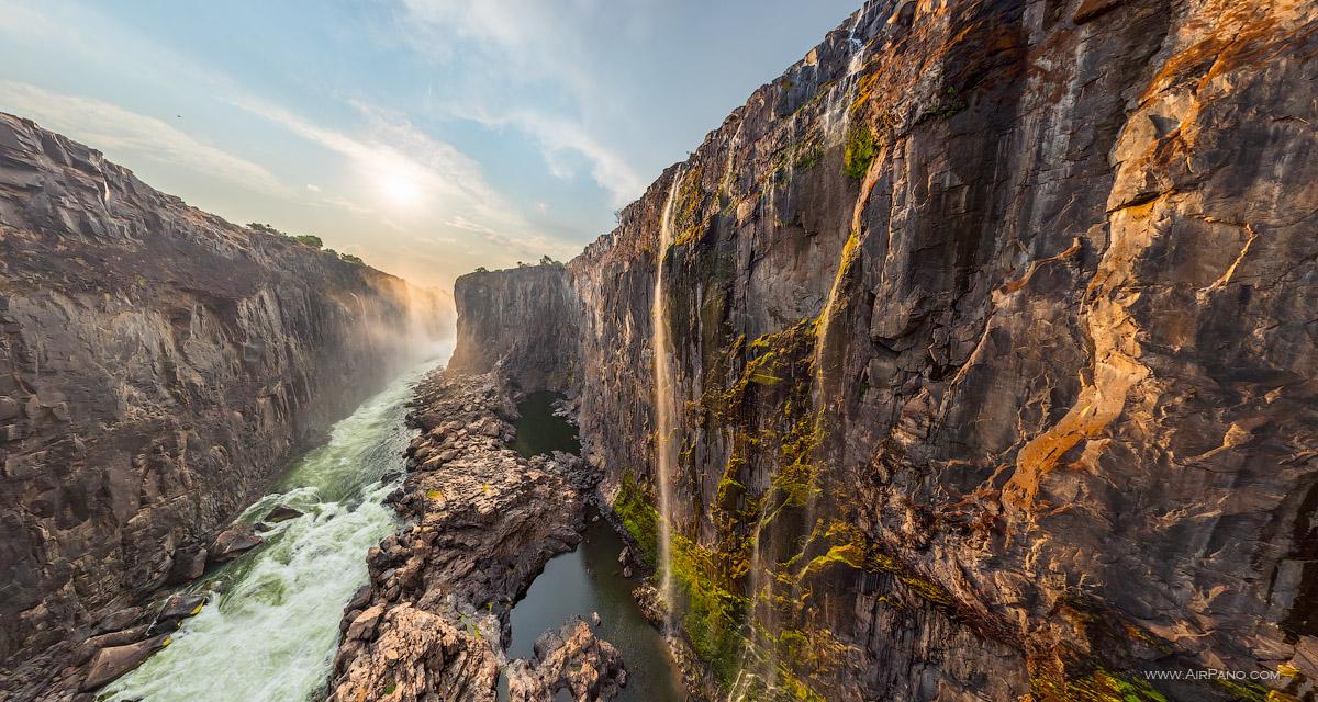 Cataratas Vitória, interior do Cânion nº 3 - Zâmbia, Zimbábue. Imagem de AirPano.