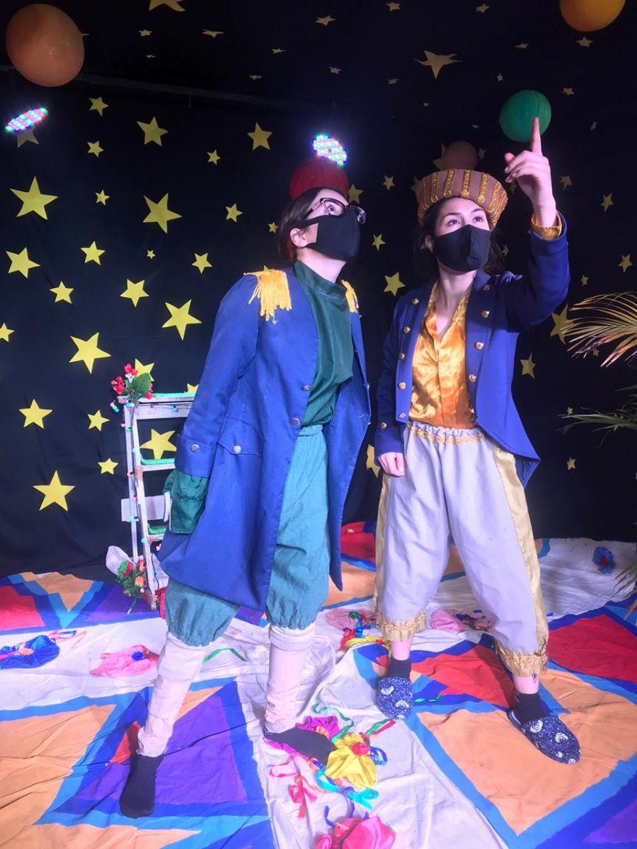 Ensaio da peça. Da esquerda para a direita, Jéssica Almeida e Thaiane de Almeida (Imagem: Reprodução/ Arquivo Pessoal)