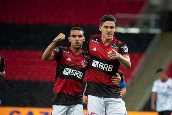 Pedro comemorando um dos seus gols contra o Furacão Foto: Site/ Tribunaonline