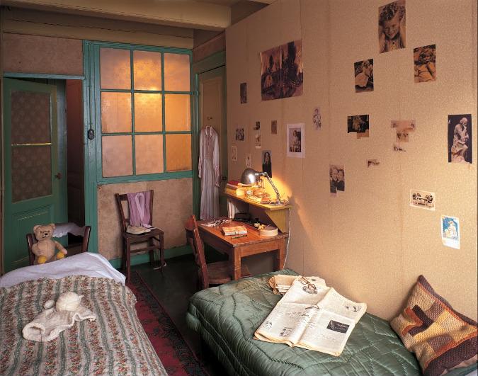 O quarto de Anne Frank no anexo secreto - Amsterdam, Países Baixos. Imagem de Allard Bovenberg no Google Arts & Culture.