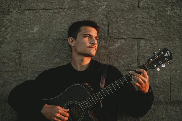 A primeira música do novo álbum de Marcos Pereira será lançada em maio de 2022.