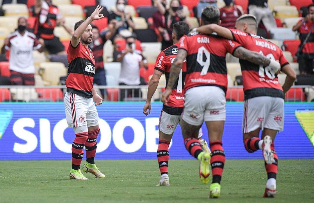 Flamengo marca 3 gols