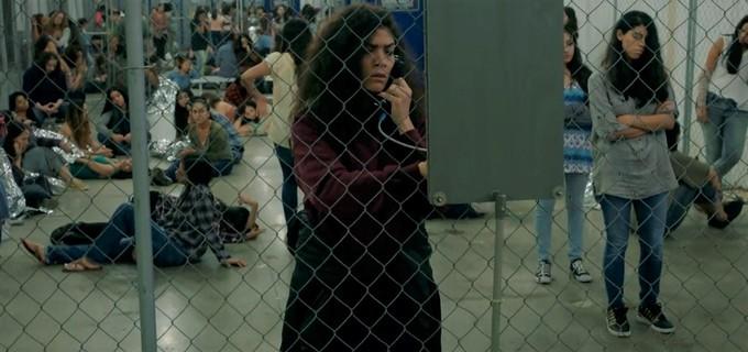 Blanca Flores (Laura Gómez) é parte central da narrativa sobre imigrantes ilegais.Foto: Netflix/Reprodução.
