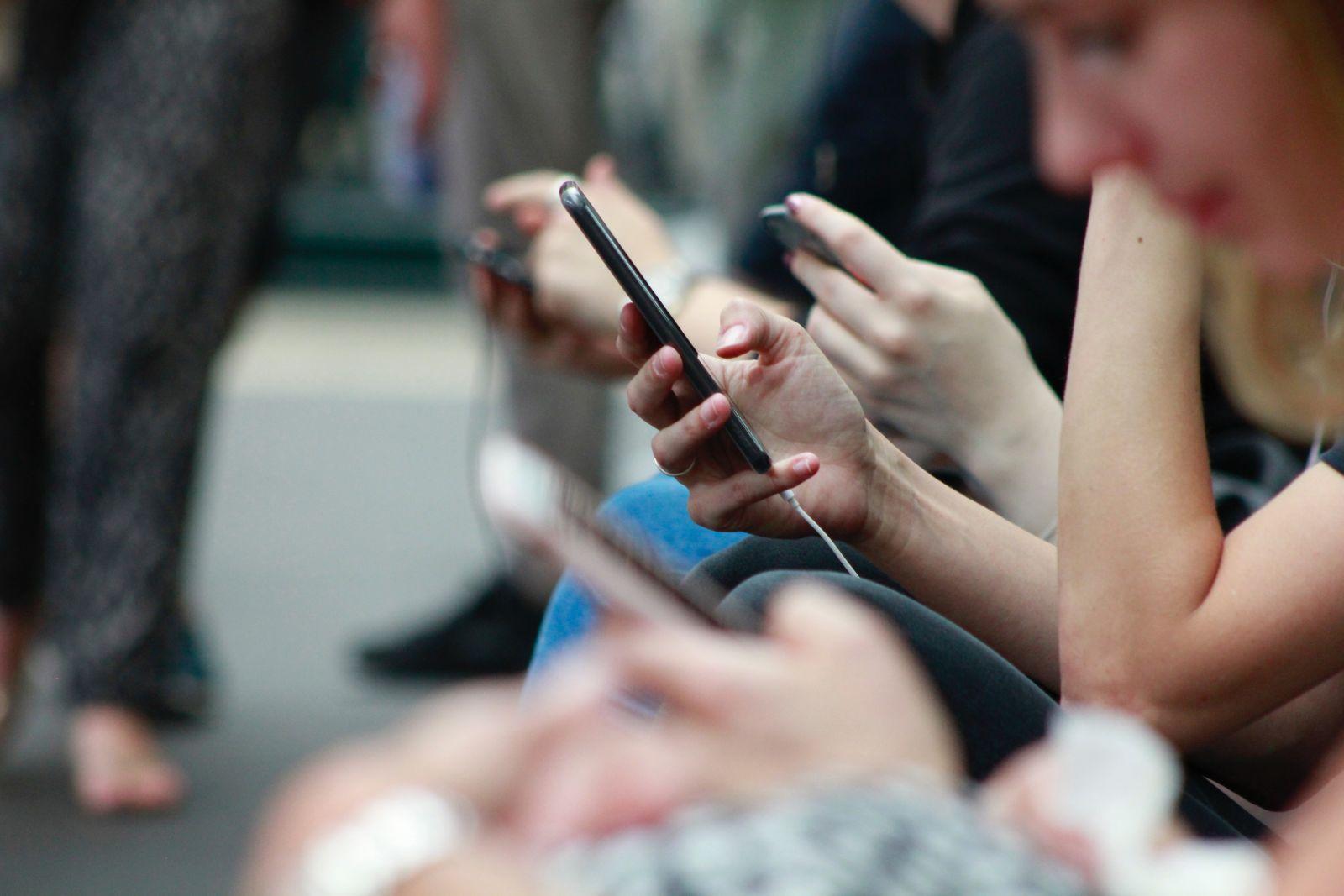 O crescente aumento das notícias falsas tem gerado debates mundiais | Foto: ROBIN WORRALL/Unsplash