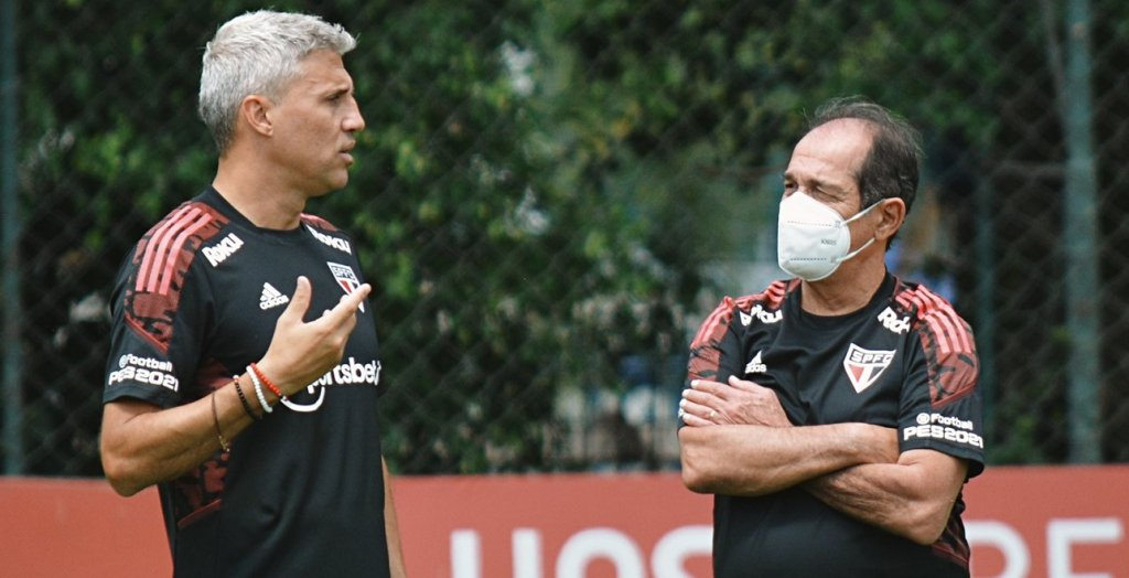 Hernán Crespo e Muricy Ramalho conversam durante treino