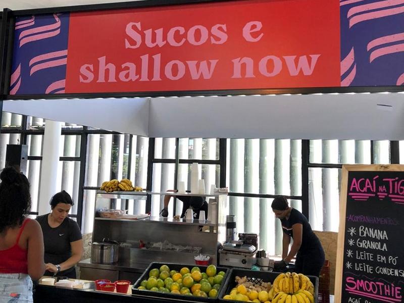 """Barraca de sucos faz referência ao meme da música """"Juntos e Shallow Now"""""""