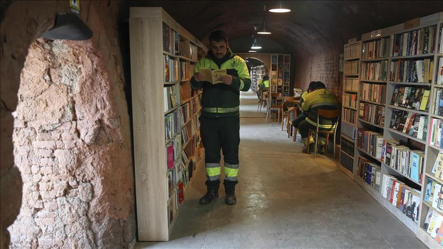 Reprodução/Fonte: Google - Biblioteca popular formada de livros que seriam descartados