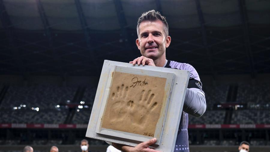Goleiro Victor recebe homenagem após anunciar sua aposentadoria Foto: Divulgação/Mineirão