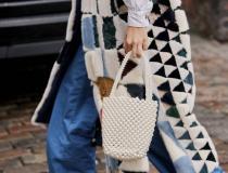 10 ideias de looks para usar com a  bolsa mais trend da estação.