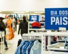 Comerciantes devem focar nas vendas online para bons resultados no dia dos pais, dizem especialistas