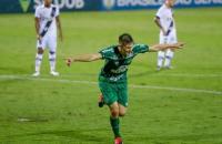 Chapecoense vence a Ponte Preta e assume a liderança da Série B
