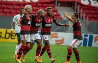 Flamengo vence o Palmeiras e volta a encostar nos líderes