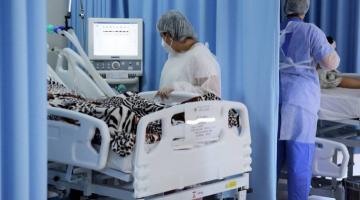 Aumento da internação de jovens com Covid-19 chama atenção em segunda onda da pandemia