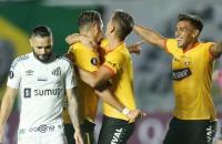 Sob forte chuva, Santos joga mal e é derrotado pelo Barcelona de Guayaquil