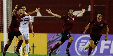 Lanús 3x2 São Paulo: Brenner marca duas vezes, mas São Paulo volta para casa com a derrota