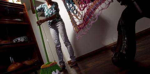 Trabalhadores domésticos brasileiros vivem à margem das leis trabalhistas