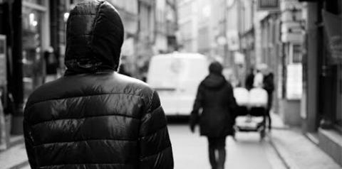 Lei contra o Stalking é sancionada no Brasil: perseguição digital ou física pode levar à prisão