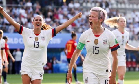 Com brilho de Megan Rapinoe, EUA avança para à semifinal