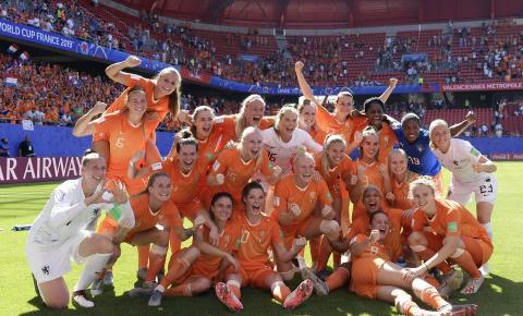 Em busca do título inédito, Holanda vence Itália e se classifica