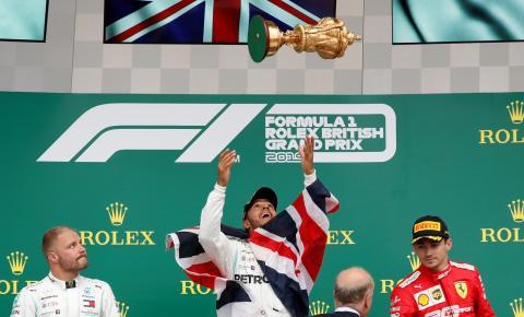 Lewis Hamilton vence em Silverstone e quebra mais um recorde