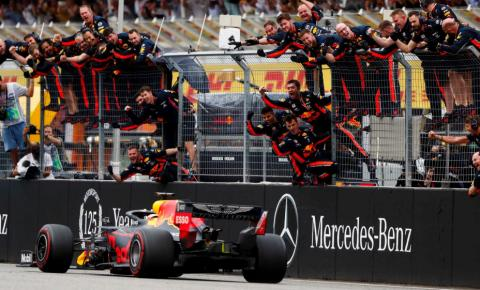 Verstappen vence GP da Alemanha, que foi marcado pela chuva e por surpresas