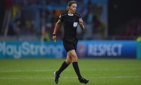 Stéphanie Frappart será a primeira mulher a apitar uma final masculina da Uefa