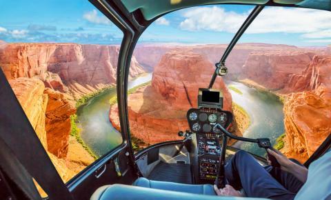 Quatro lugares incríveis para sobrevoar de helicóptero