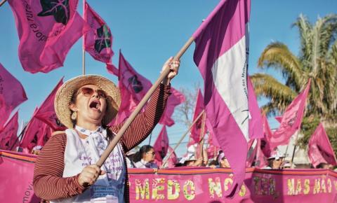 Mulheres latinas marcham contra políticas do governo Bolsonaro