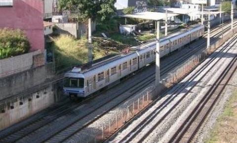 Sem energia, passageiros enfrentam dificuldades na estação de metrô em Belo Horizonte