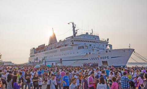 Maior barco-livraria do mundo chega ao Píer Mauá nesta semana