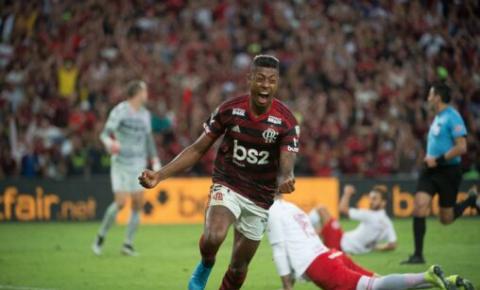 Flamengo recebe o Internacional no Maracanã