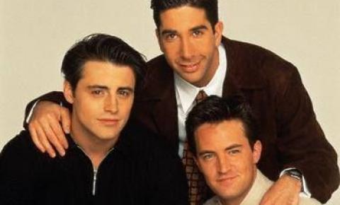 Estilo masculino da série Friends como inspiração
