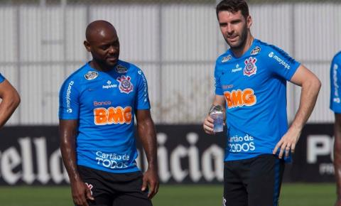 Corinthians encara o Athletico para se manter no G-4