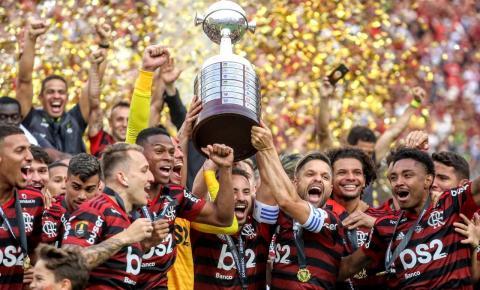 Flamengo vence e pinta a América de vermelho e preto