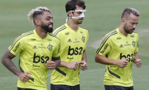 Palmeiras encara o Flamengo para afastar a crise
