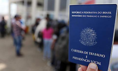 Brasileiros sofrem com golpes de ofertas em emprego